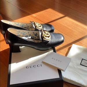 LIKE NEW Gucci monogram Victoire 55 Double G pumps